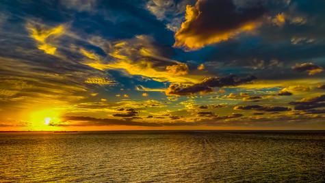 backlit-beach-clouds-700954.JPG