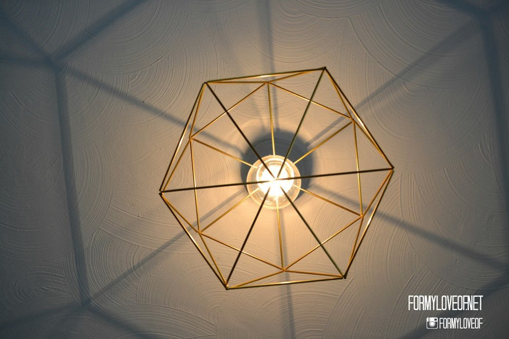 hexagon-within-hexagon-DIY-himmeli-inspired-brass-geometric-light-fixture-1024x6