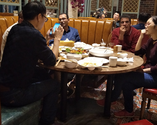 与客户共进晚餐,尊重客户习俗.png