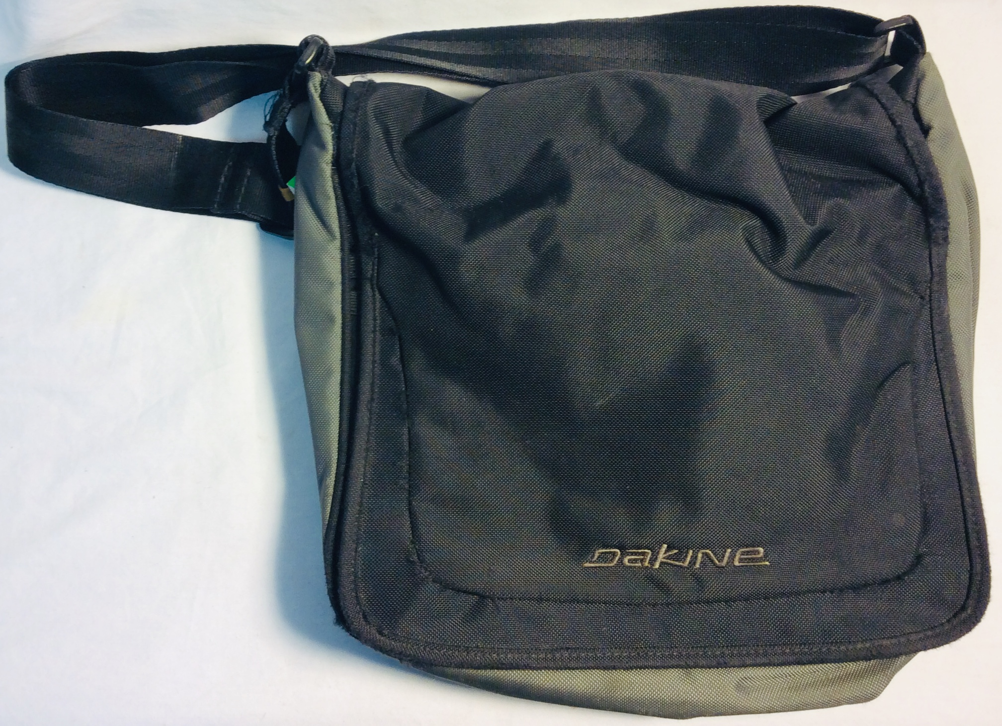Dakine Black and grey nylon shoulder bag with magnetic clasp