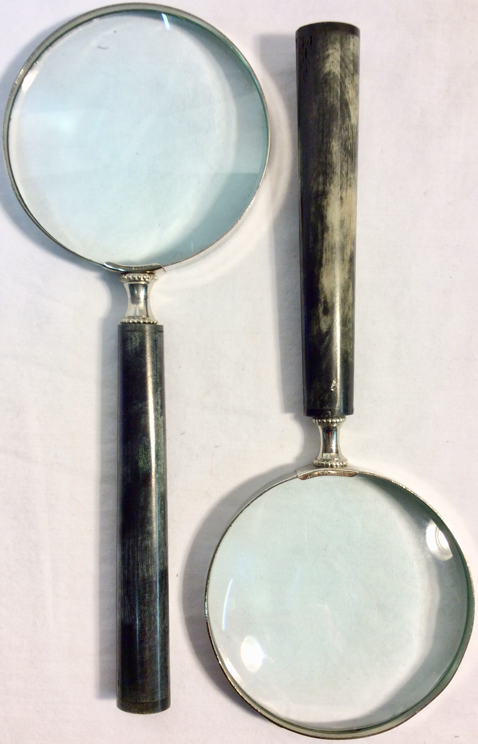 Magnifying glass with resin grey wood like handle.