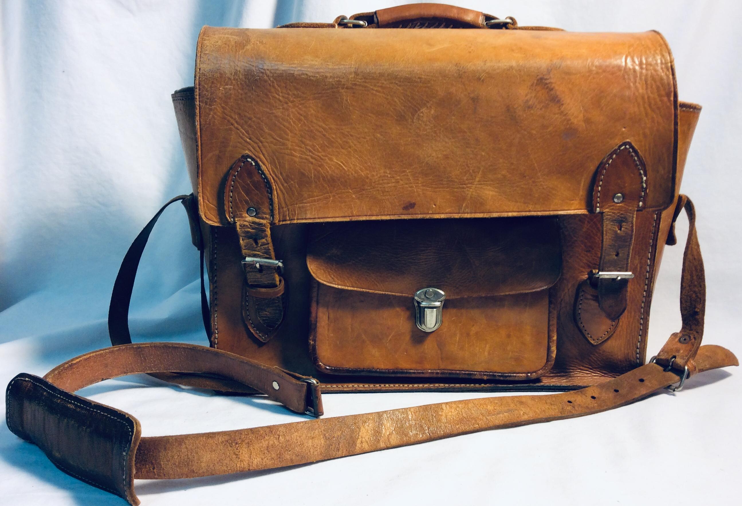 Messenger brown leather bag