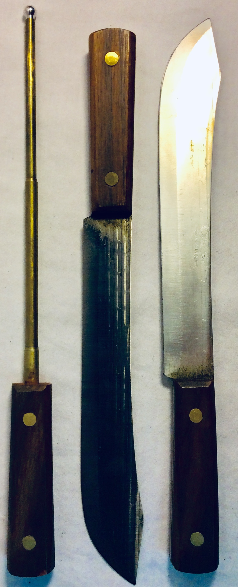 Hunt knife with wooden handle and long blade. x1 real x2 rubber and x2 VFX