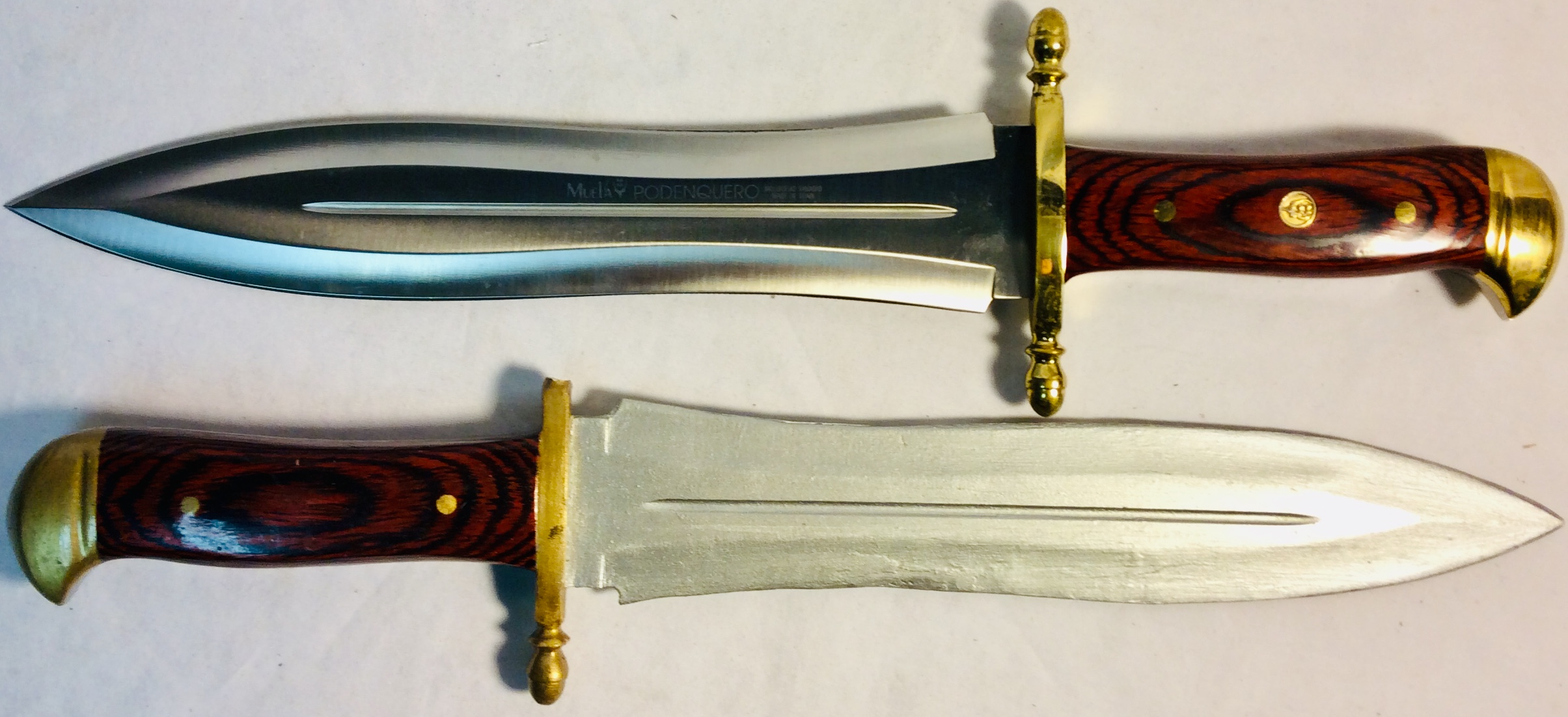 Medium size sword with wooden handle and golden details x2 real x2 rubber
