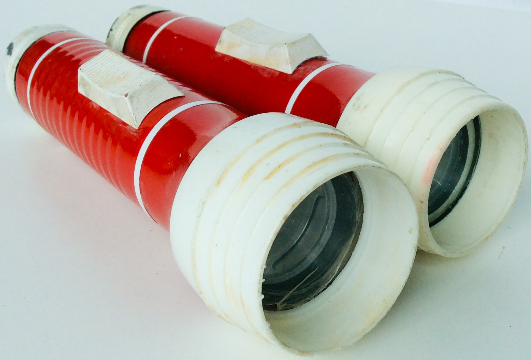 Vintage Style Red & White Flashlight takes color corrected Fenix FD30
