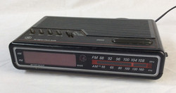 GE Analogue radio alarm clock, black