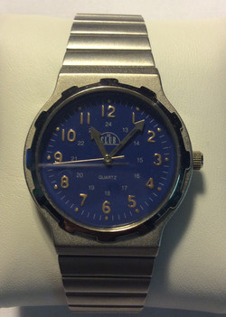 Le Club watch - Round blue face
