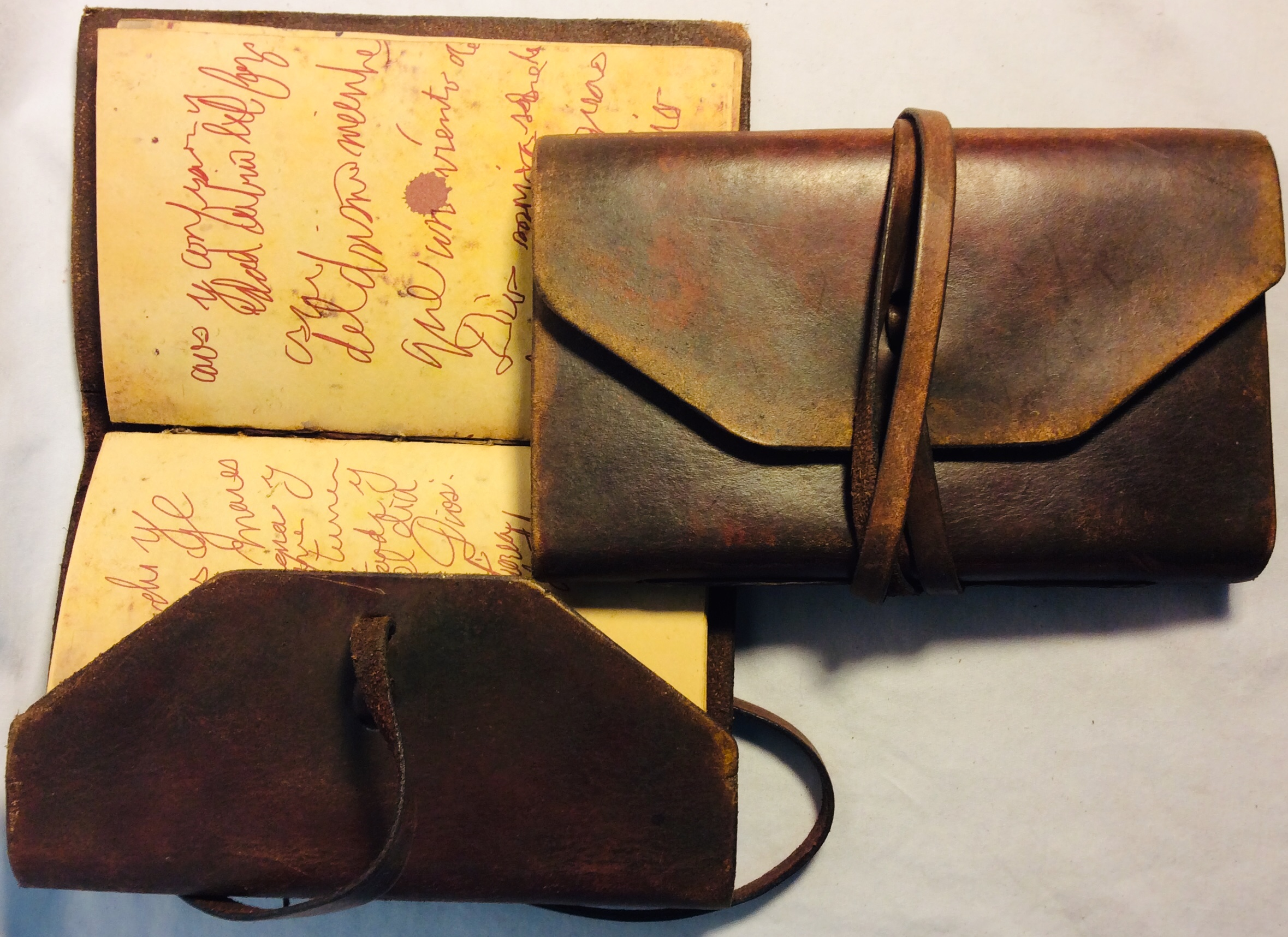 Aged brown leather journal with written pages in Spanish