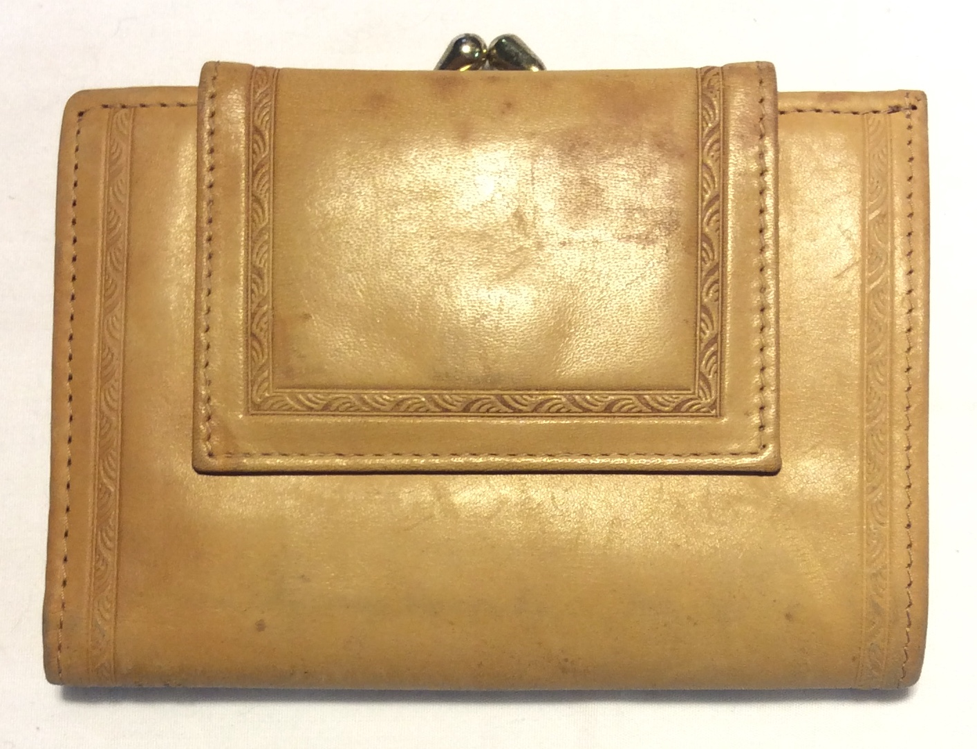 Buxton Thin beige leather wallet