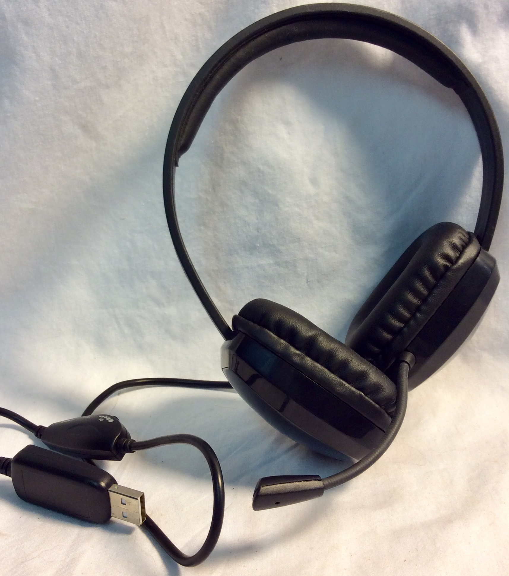 Broadcast headsets with USB connection and volume control