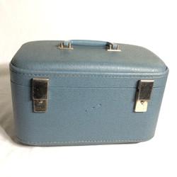 Light blue retro vanity case