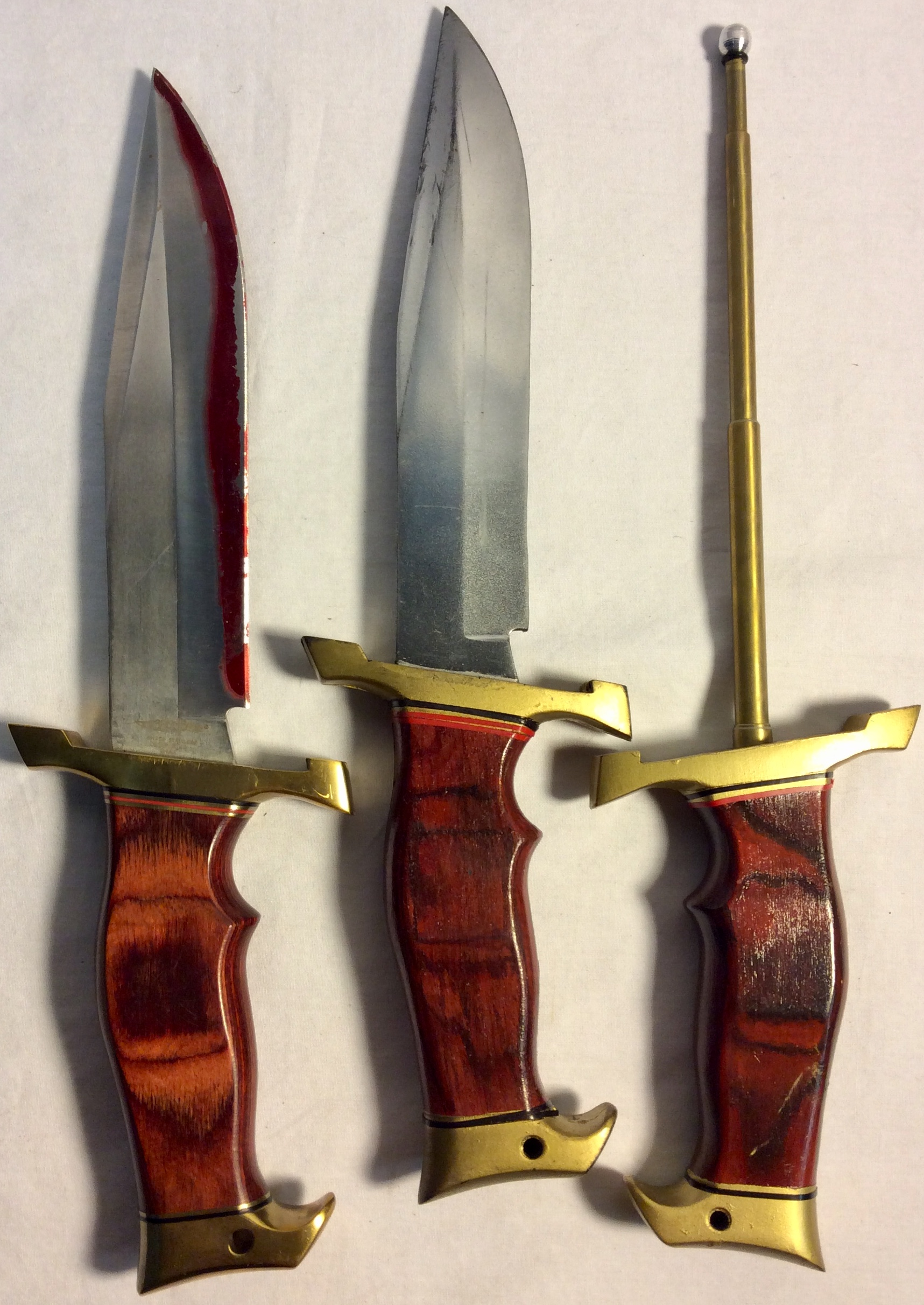 Hunting knife with wood and golden handle. x3 real(one blood stained / one rusty) x3 rubber x2 VFX