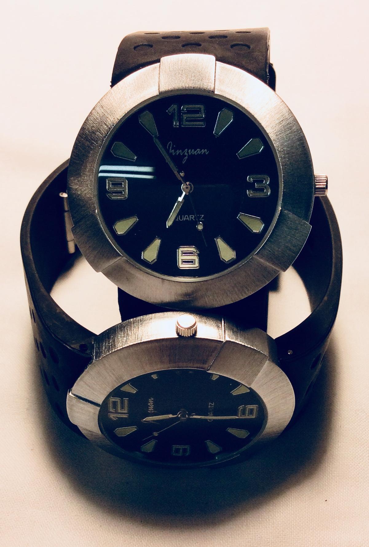 Steel circular frame watch