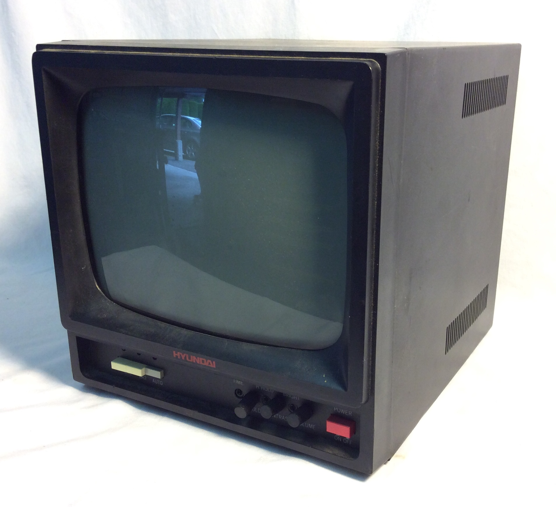 "Hyundai TV Monitor 1990 black metal case 9""x9"" cube"