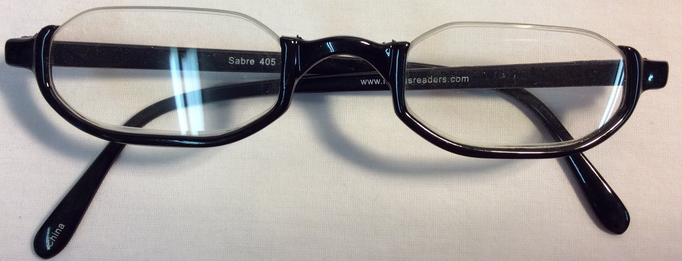 Reading glasses with half frame in black