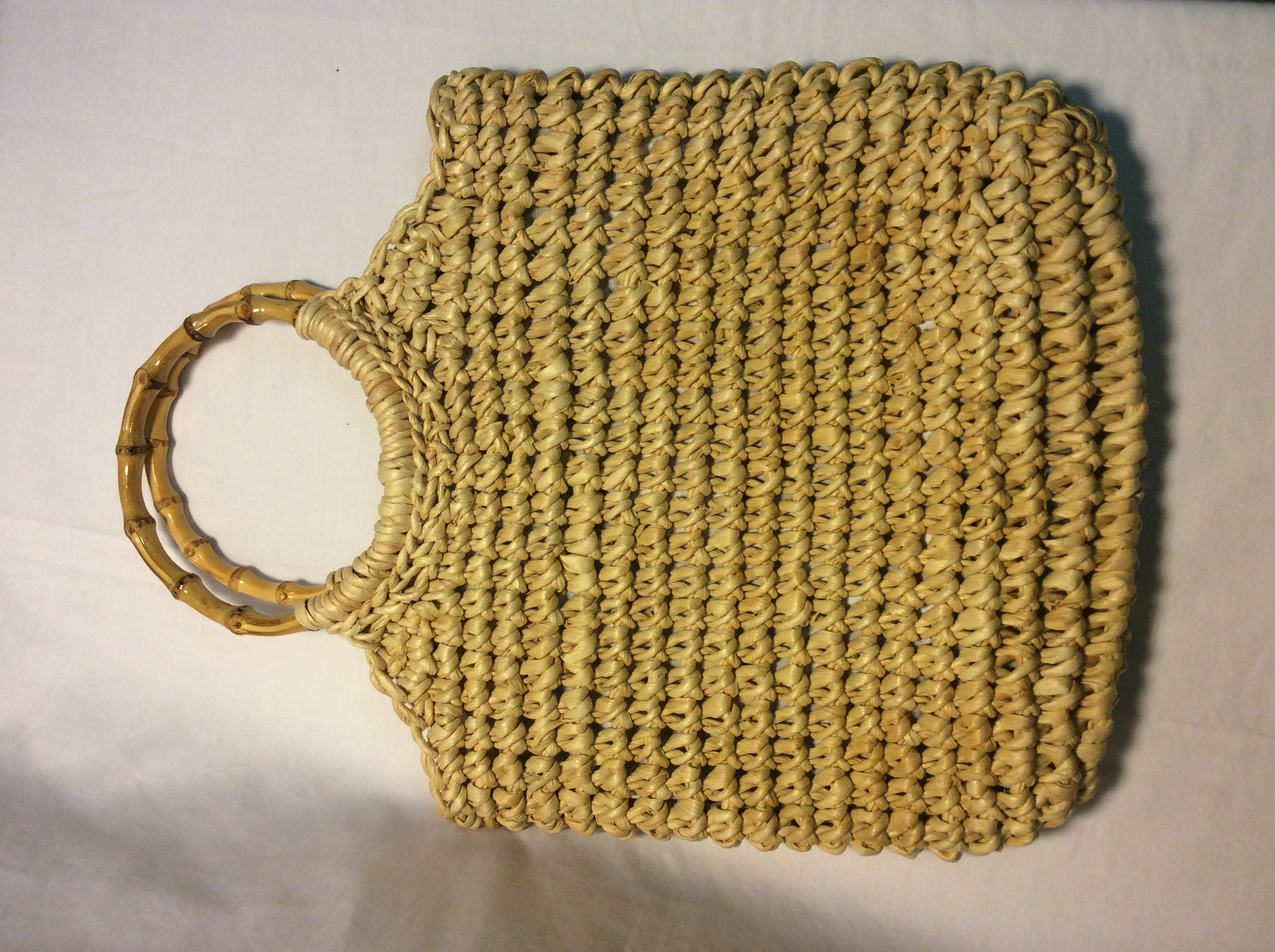 Woven wicker bag with bamboo circle