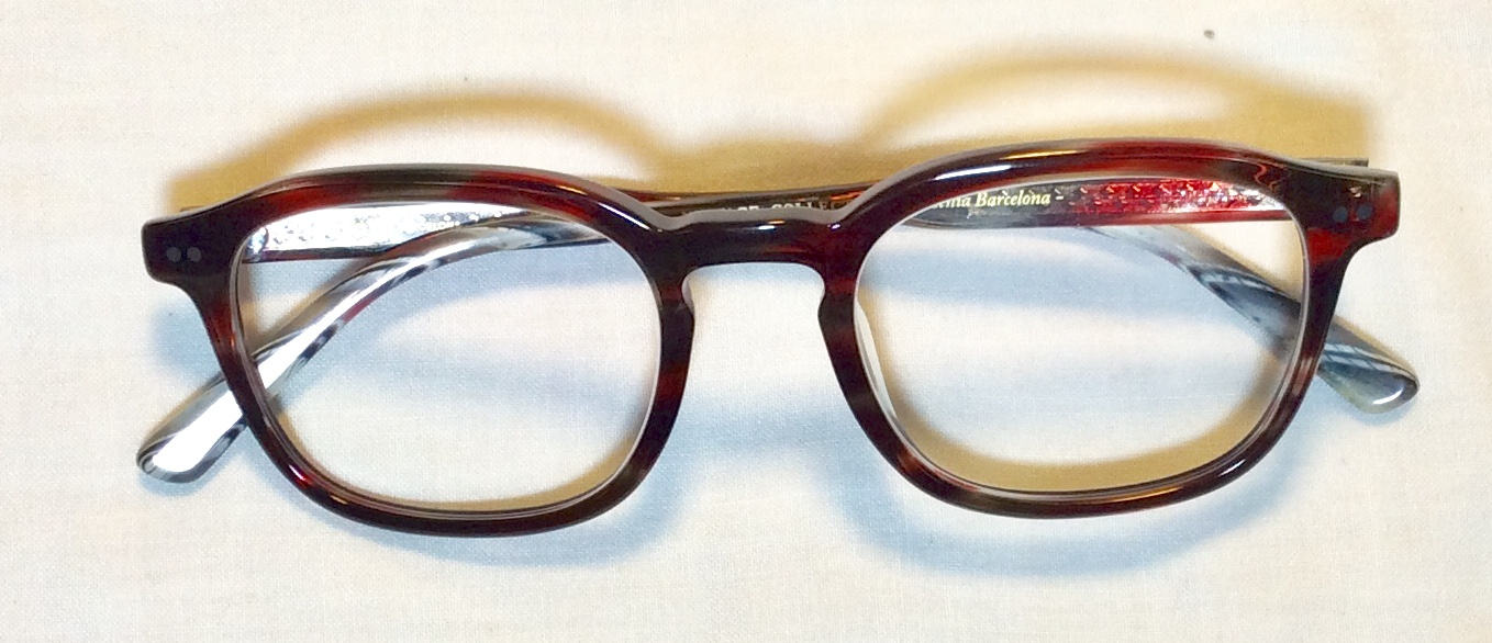 Purple dark and patterned eyeglass
