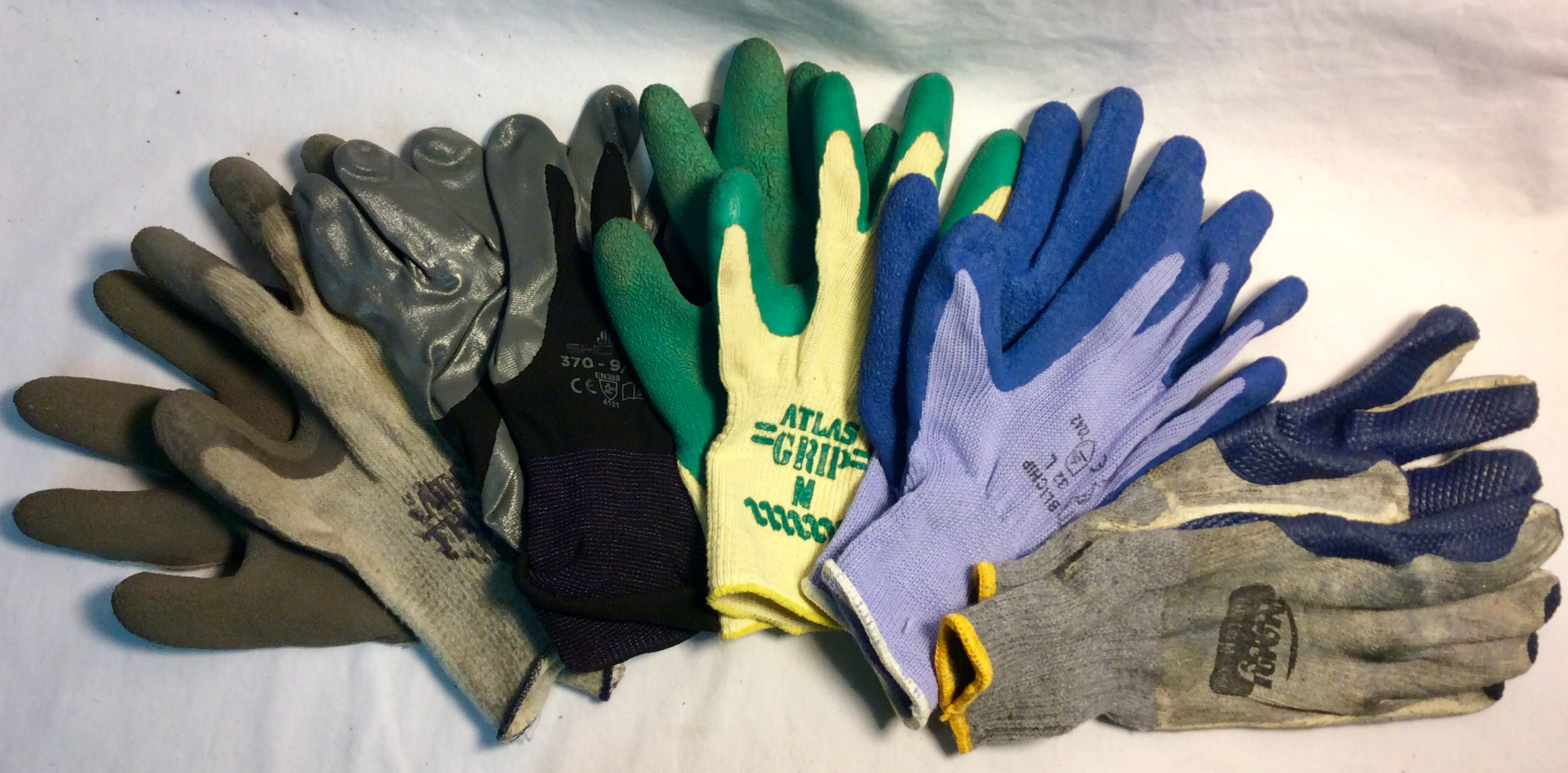 Assorted pairs of latex palm gloves