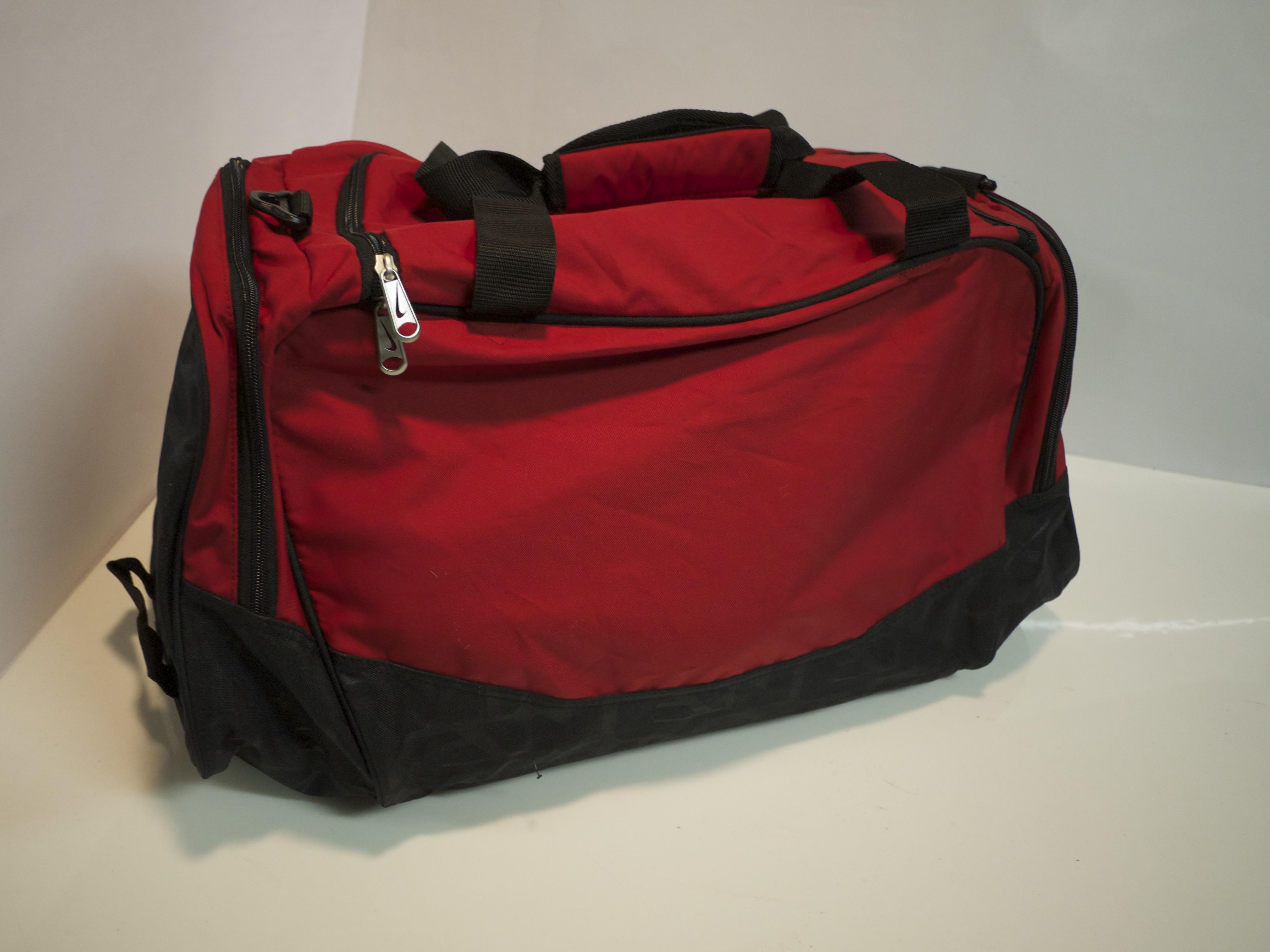 Lg Red duffle/gym bag