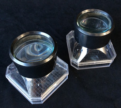 Labratory magnifying glass observation container