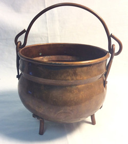 small brass pot, 3 legs and handle