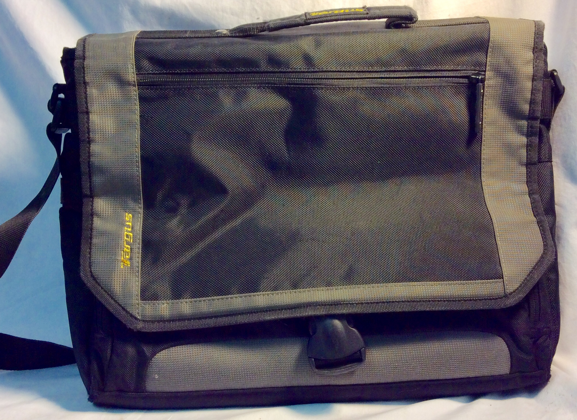 Targus Black nylon laptop messenger bag