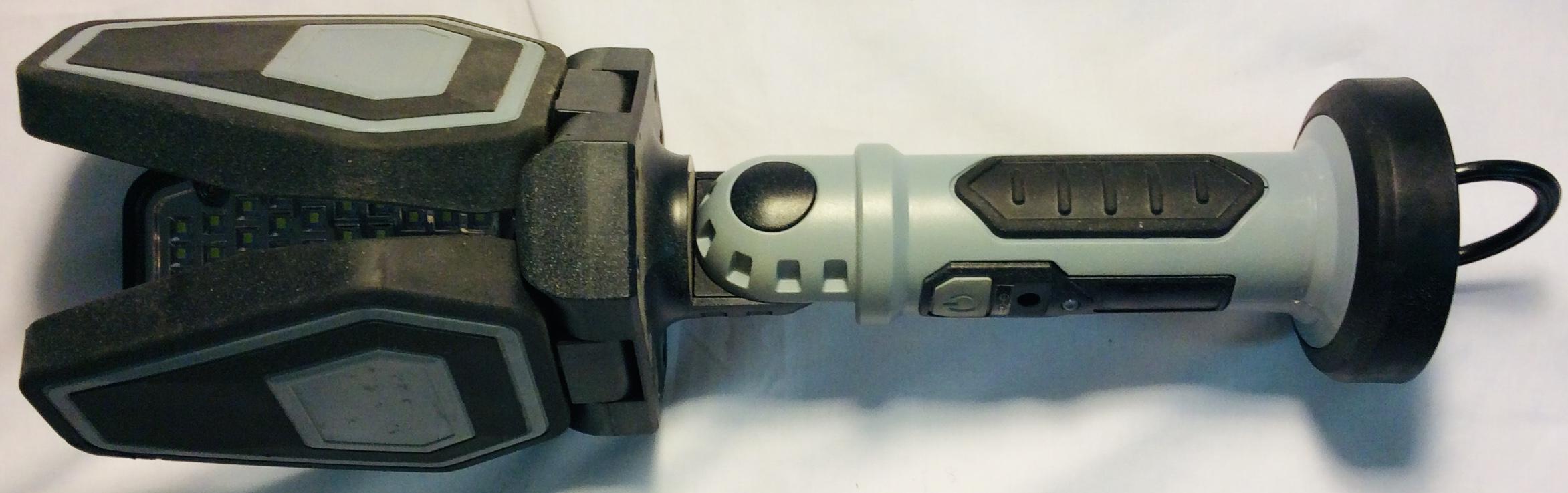 Motomaster 3 blade Tripod work light