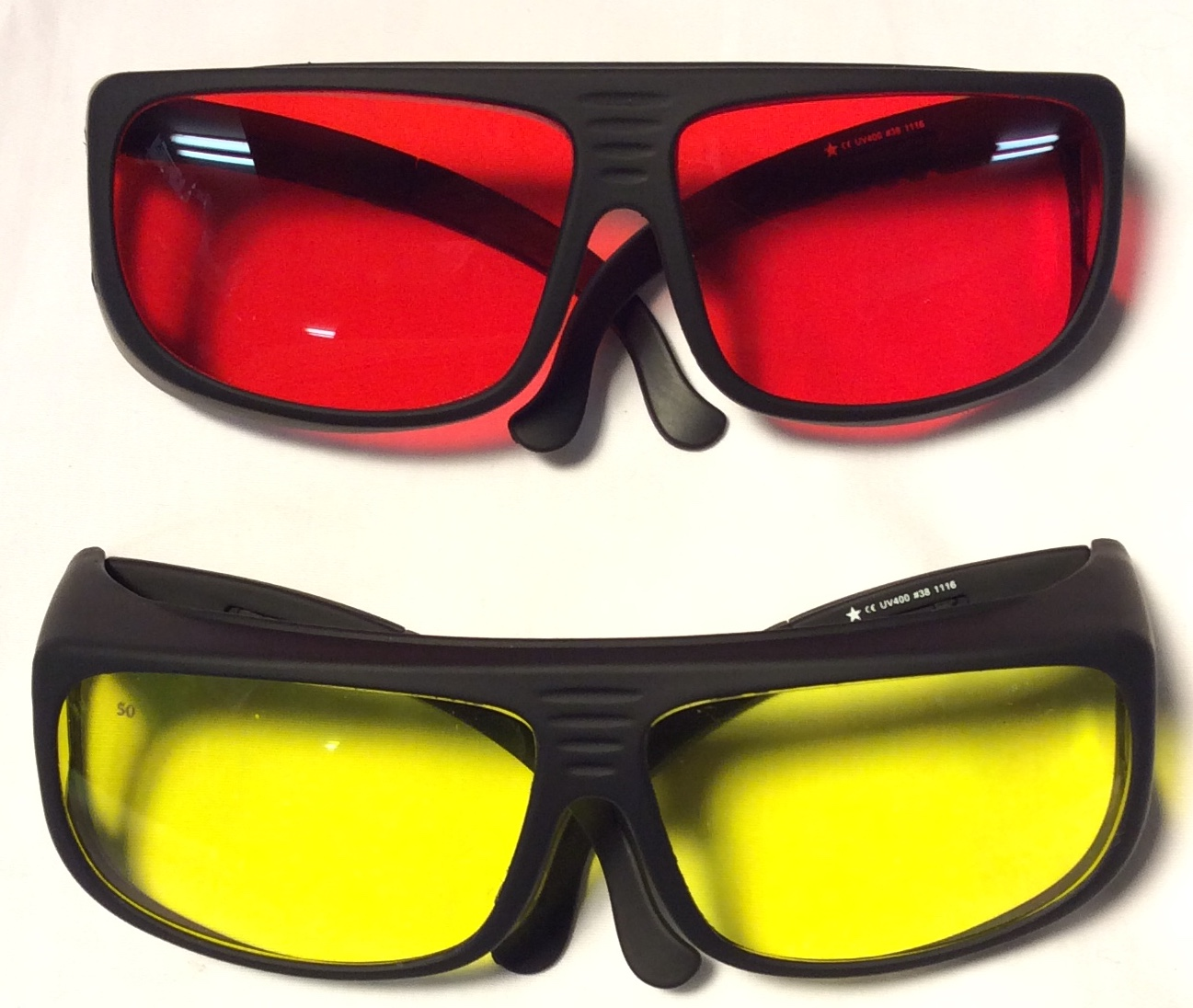 Noir UV goggles with black rubber
