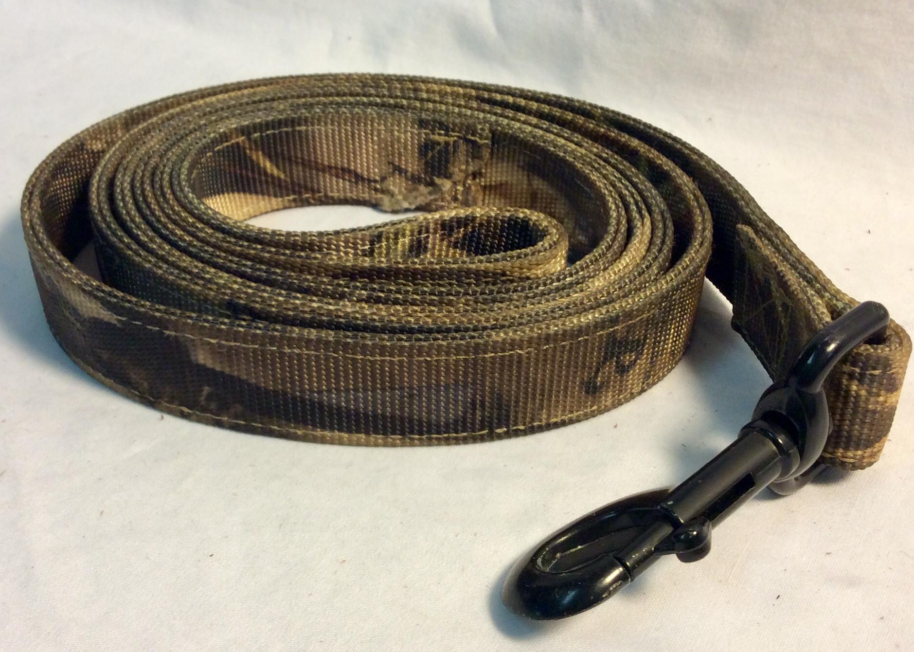 Red Head Camo nylon dog leash with metal buckle