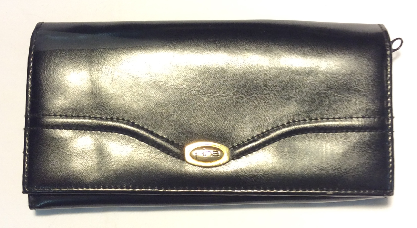 Fina Black leather wallet w/ curved