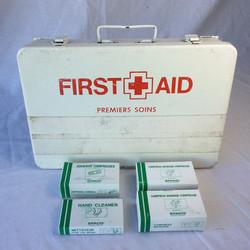 Medium retro aged first aid kit (Filled)
