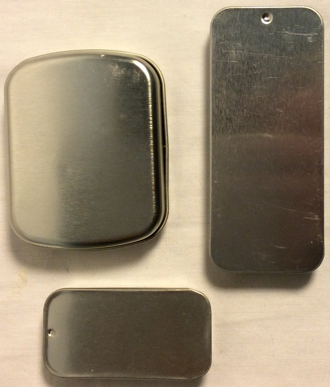Square and rectangular metal tins