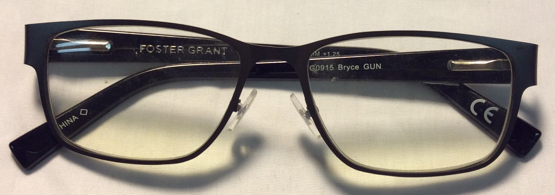Foster Grant Black plastic ends