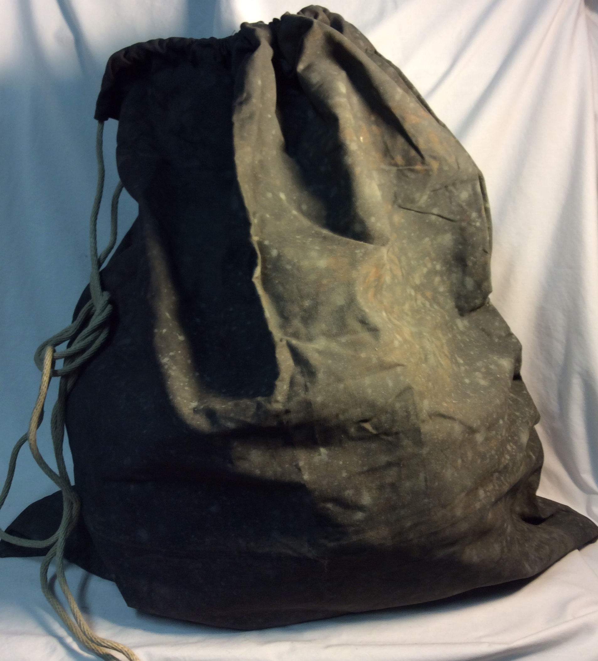 Large drawstring dark grey aged sac