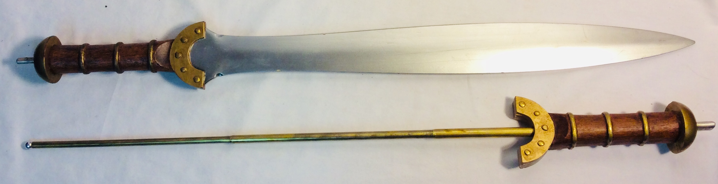 Viking sword with wooden handle and golden details x2 rubber x2 VFX x1 handle only