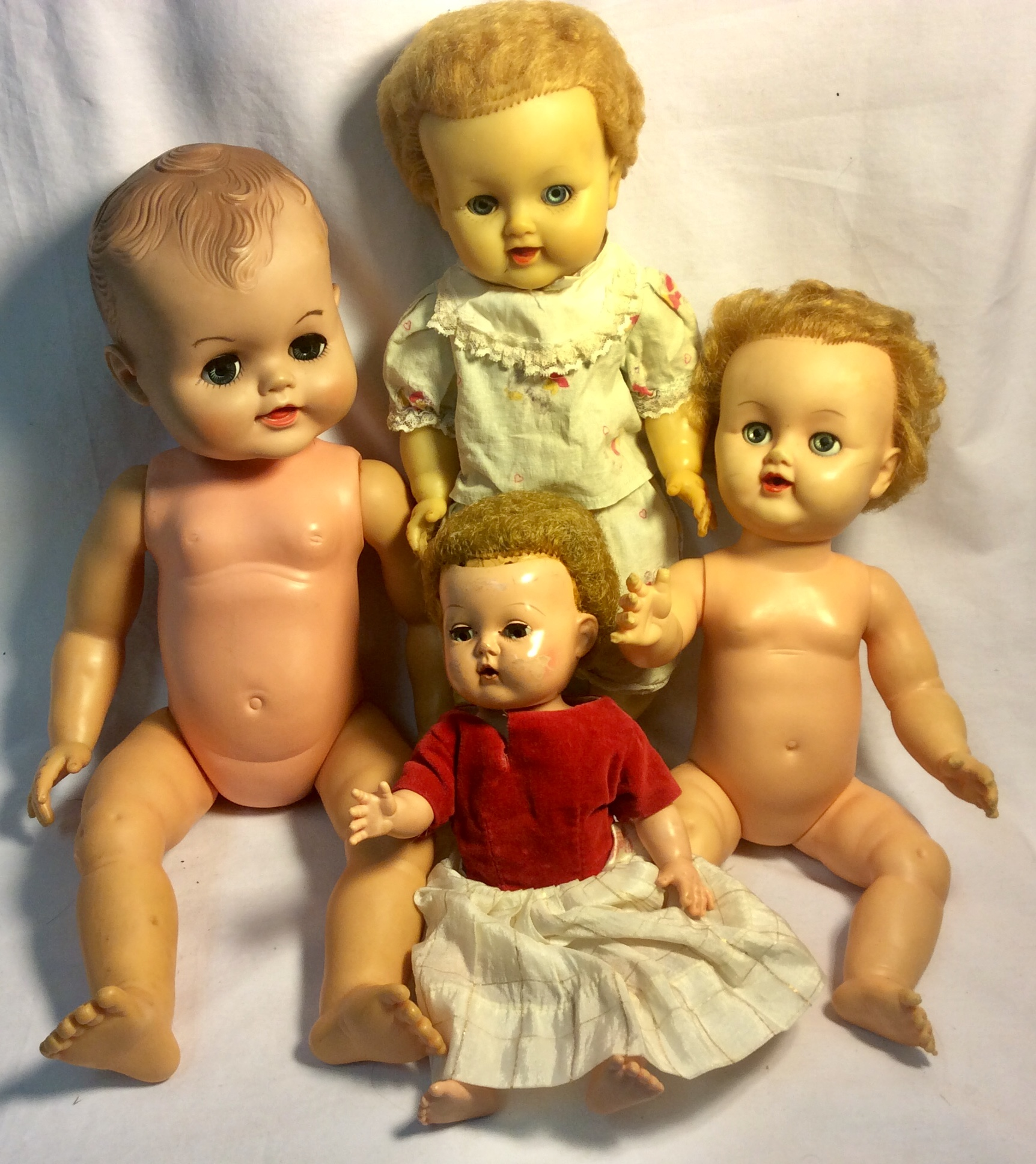 Assorted vintage plastic baby dolls x4