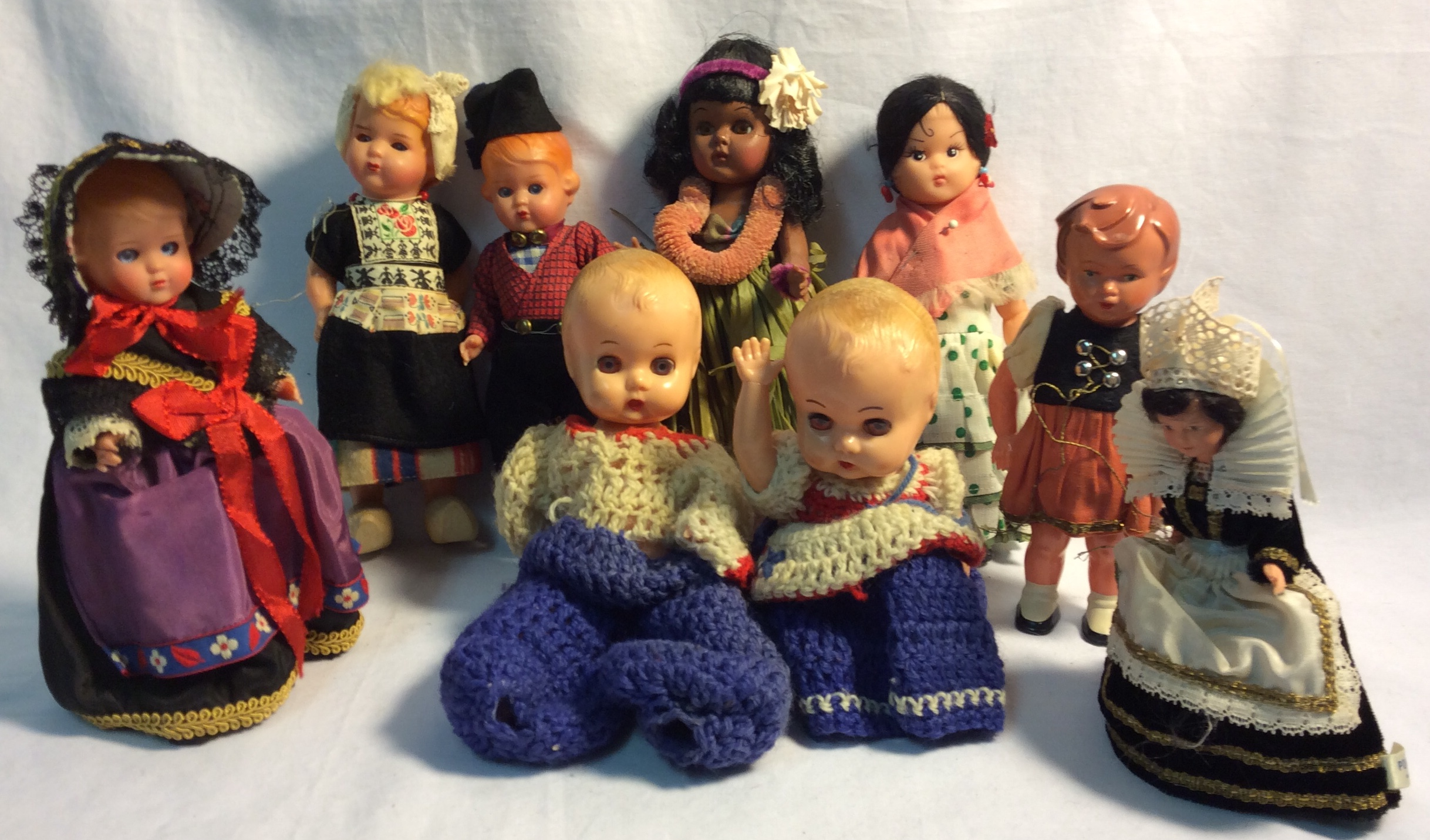 "Dolls from around the world - smaller (less than 8"") - x9"