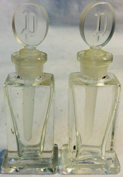 """Small perfume glass bottle with """"P"""" on the lid"""