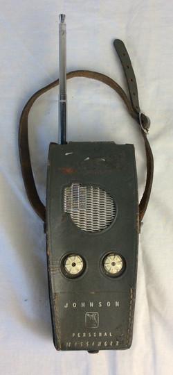 Johnson Personal Messenger vintage radio with case