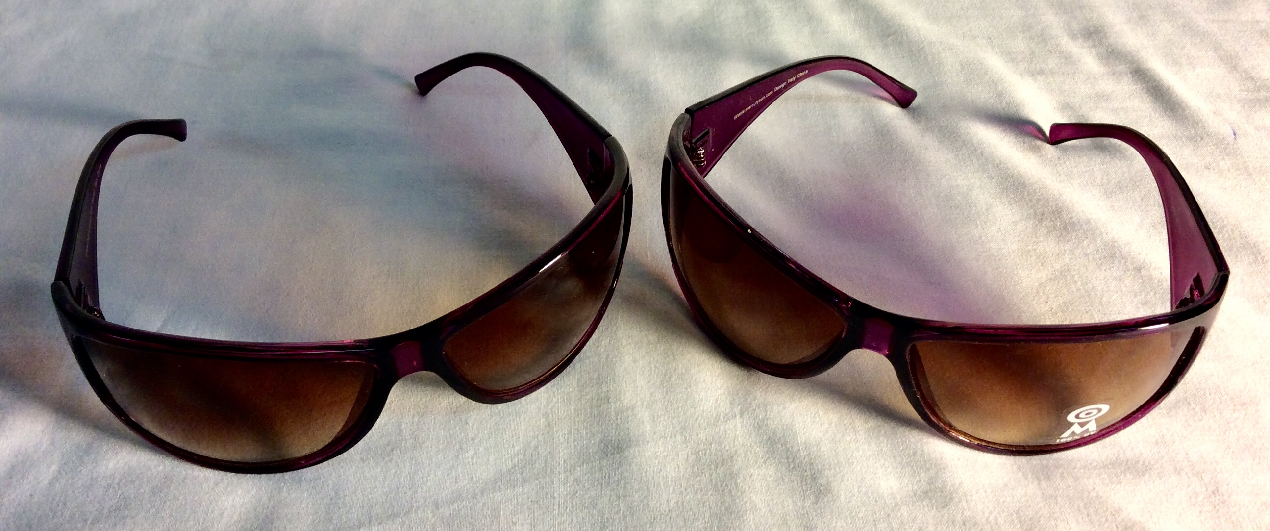 Light purple plastic sunglasses