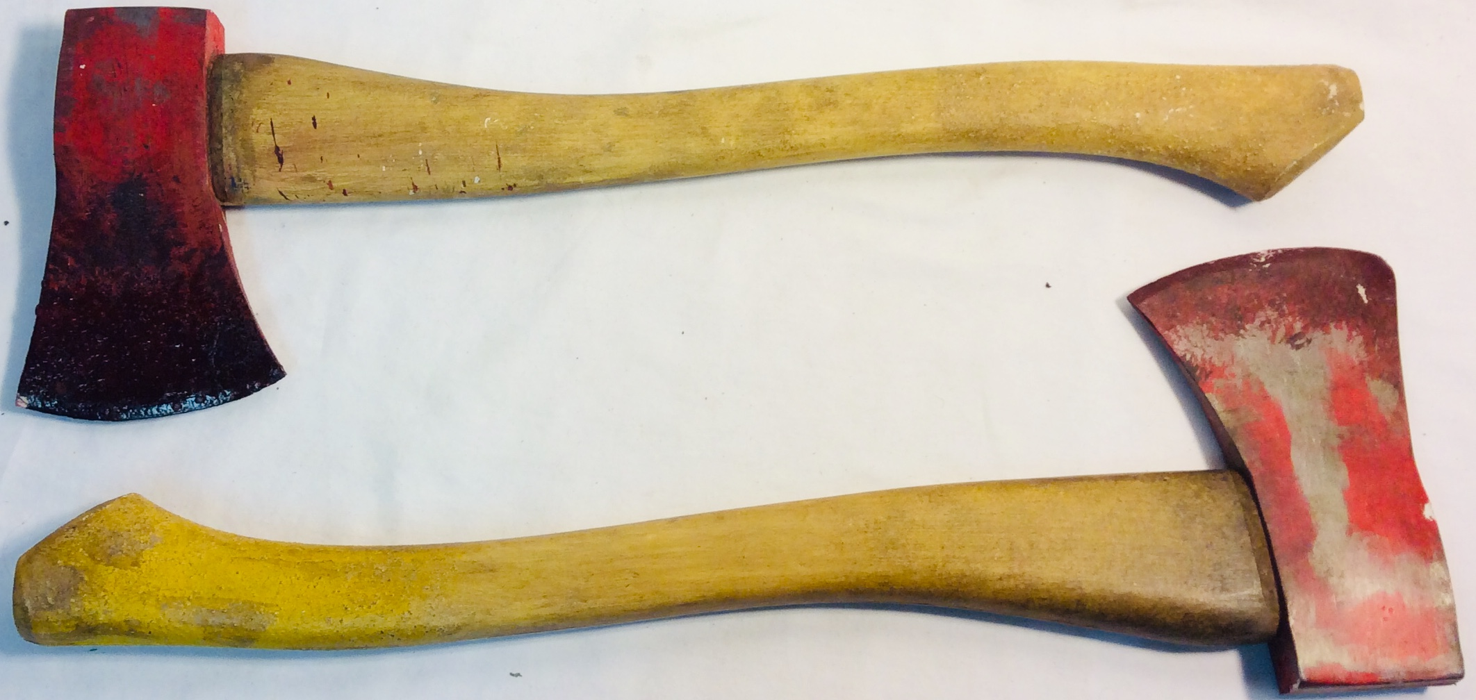 Firefighter style ax with rubber/wood aged blade. x4 wooden handle x4 rubber handle