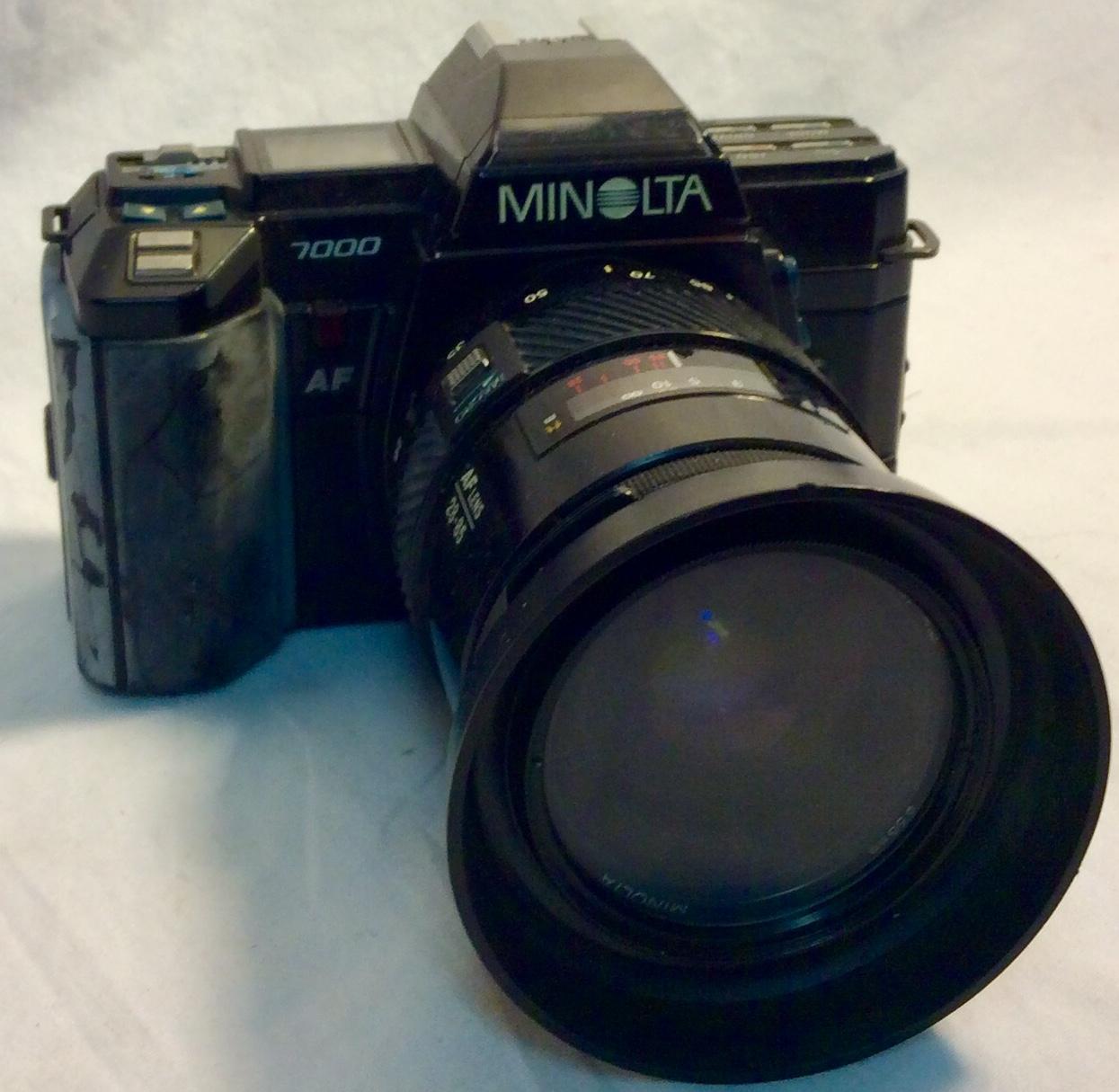 Minolta Maxxum 7000 Camera with attached auto focus zoom lens
