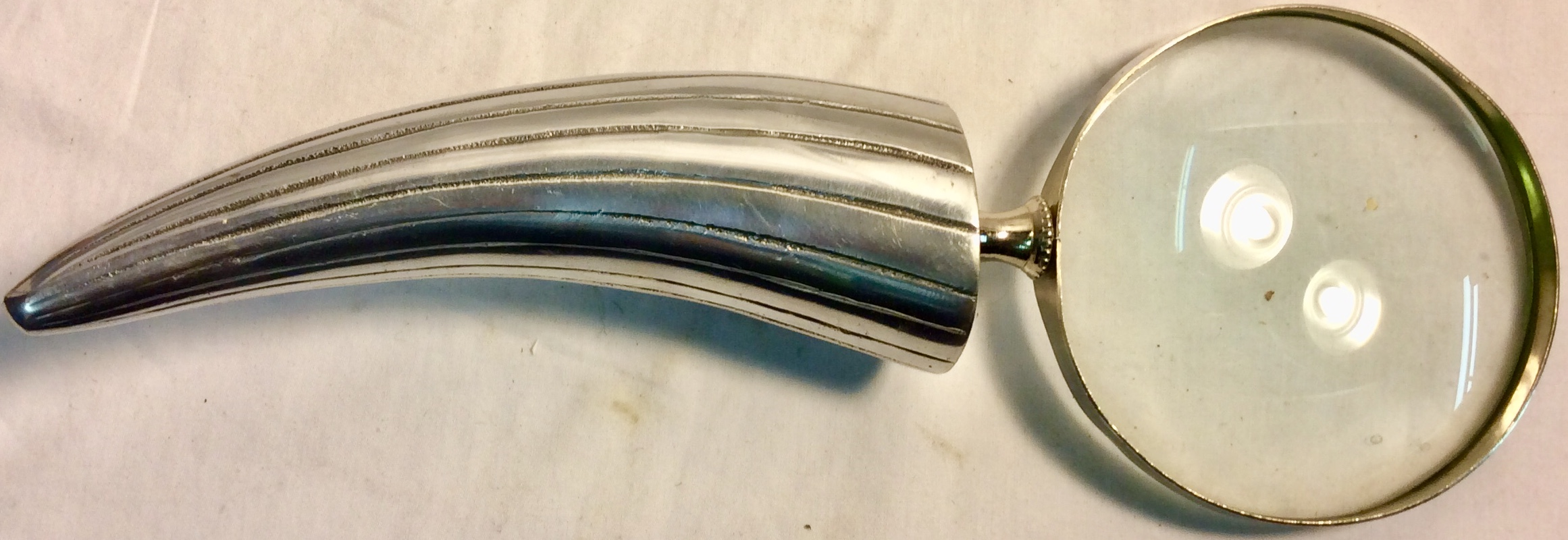 Magnifying glass with metal horn handle