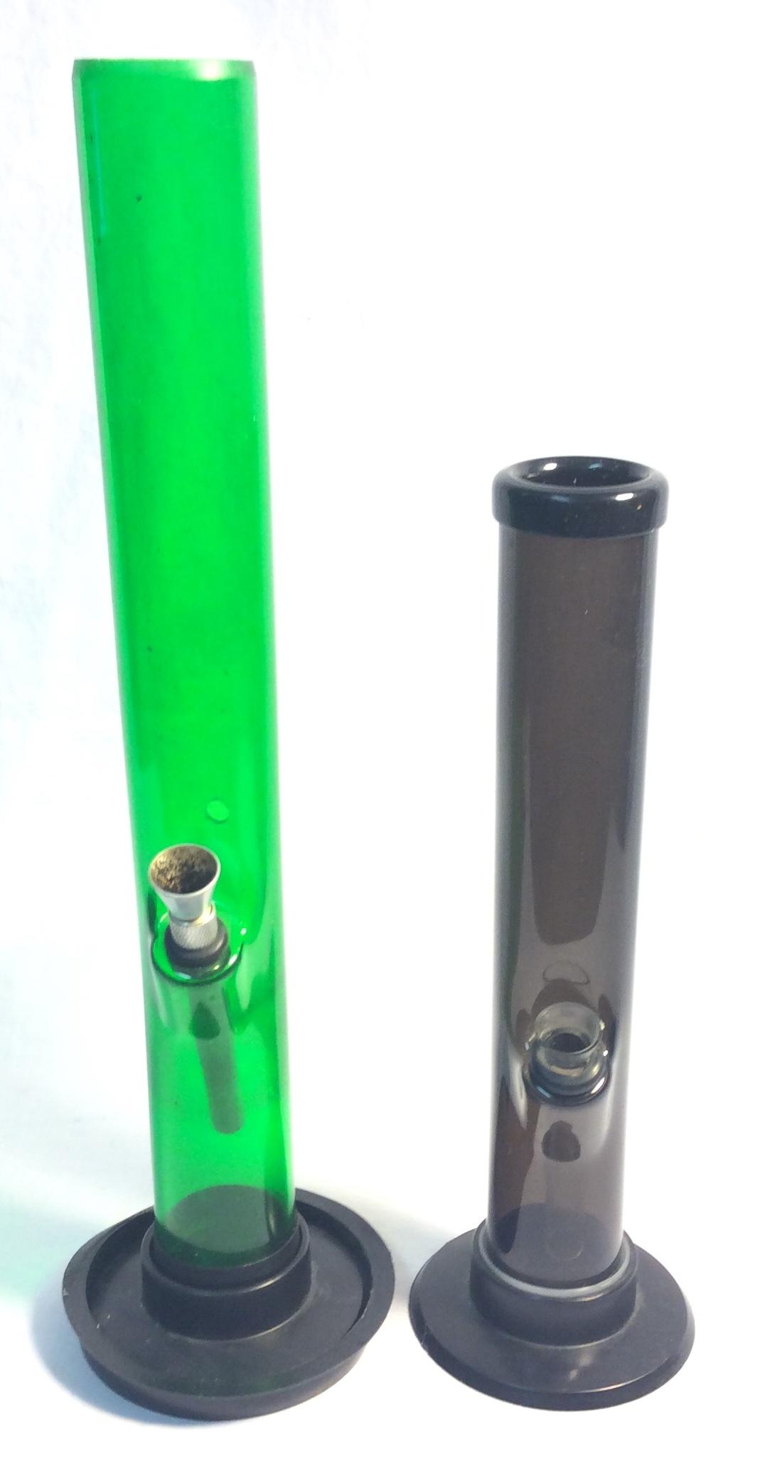 Plastic bongs, x1 green, x1 black