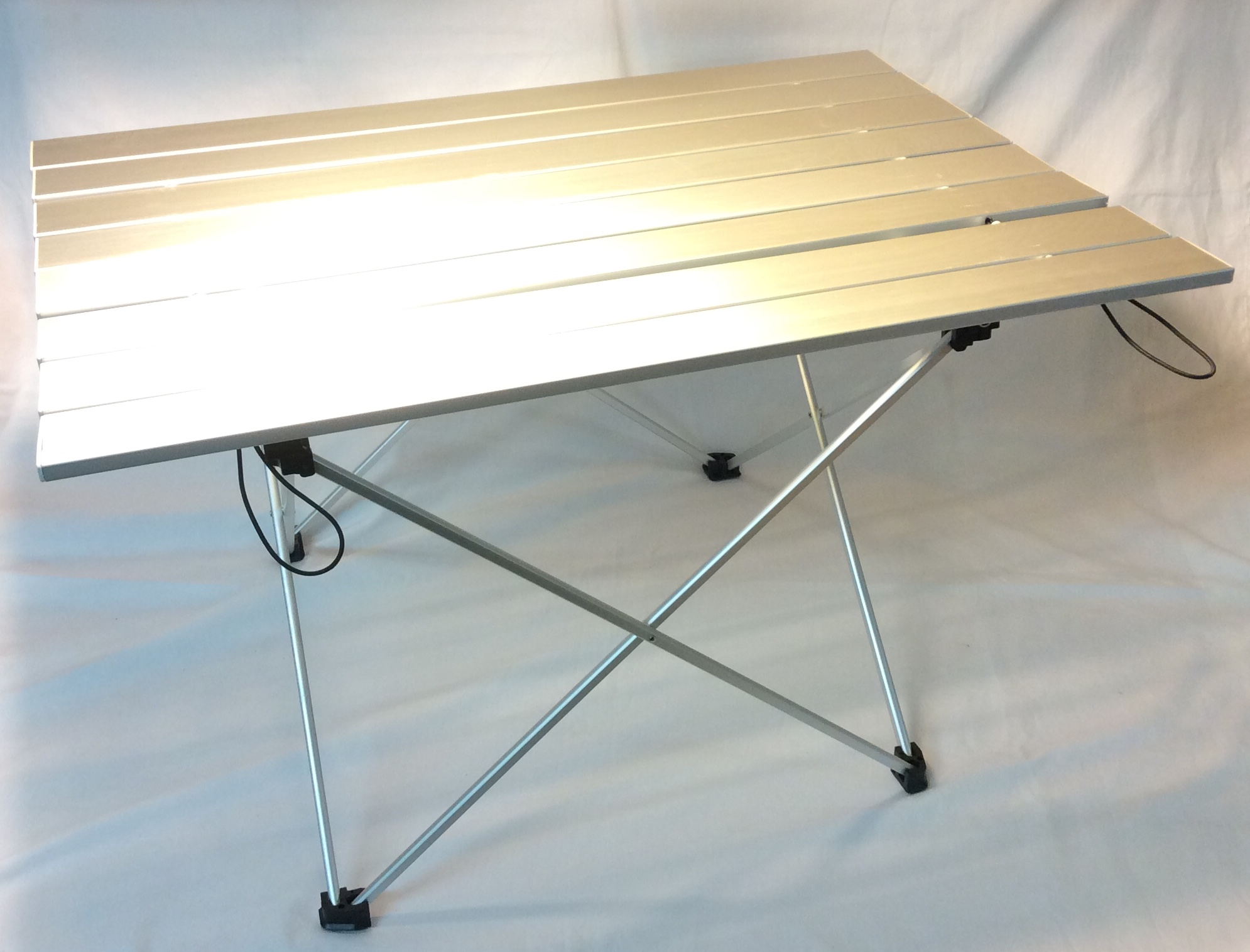 Collapsible metal camping table