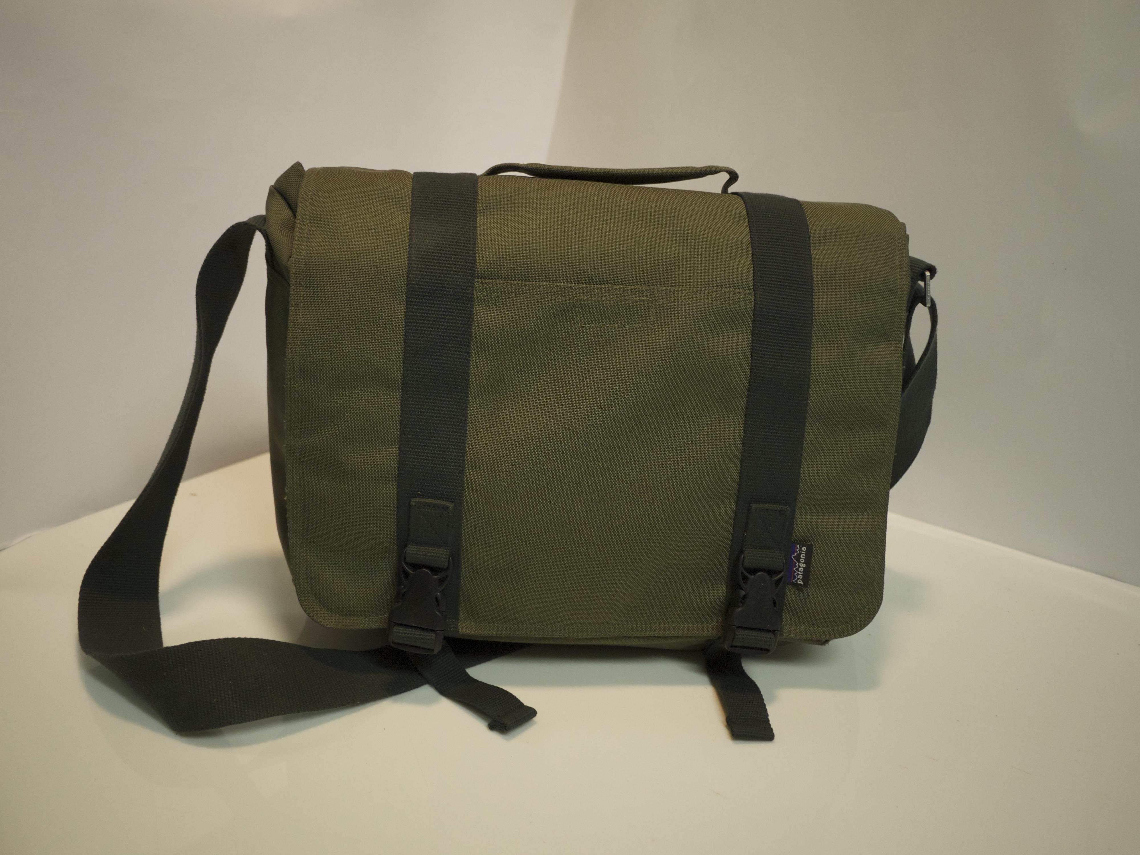 Green polyester shoulder bag
