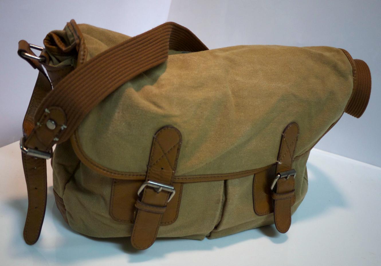 Sm/med light brown shoulder bag
