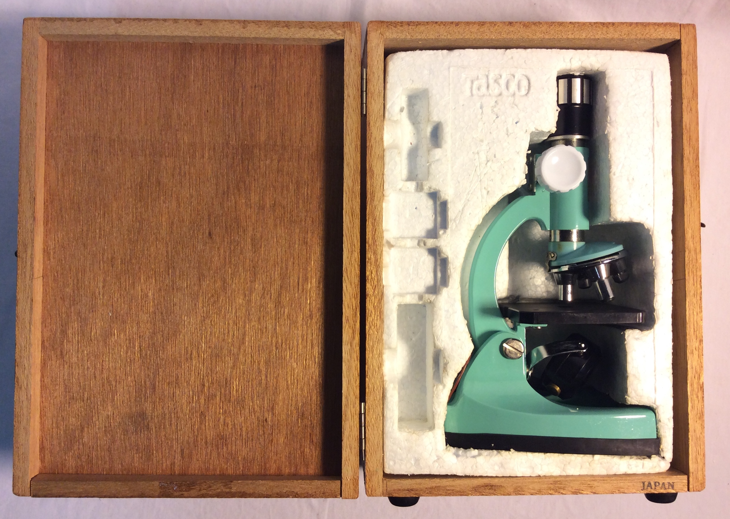 Tasco Deluxe Microscope in a wooden