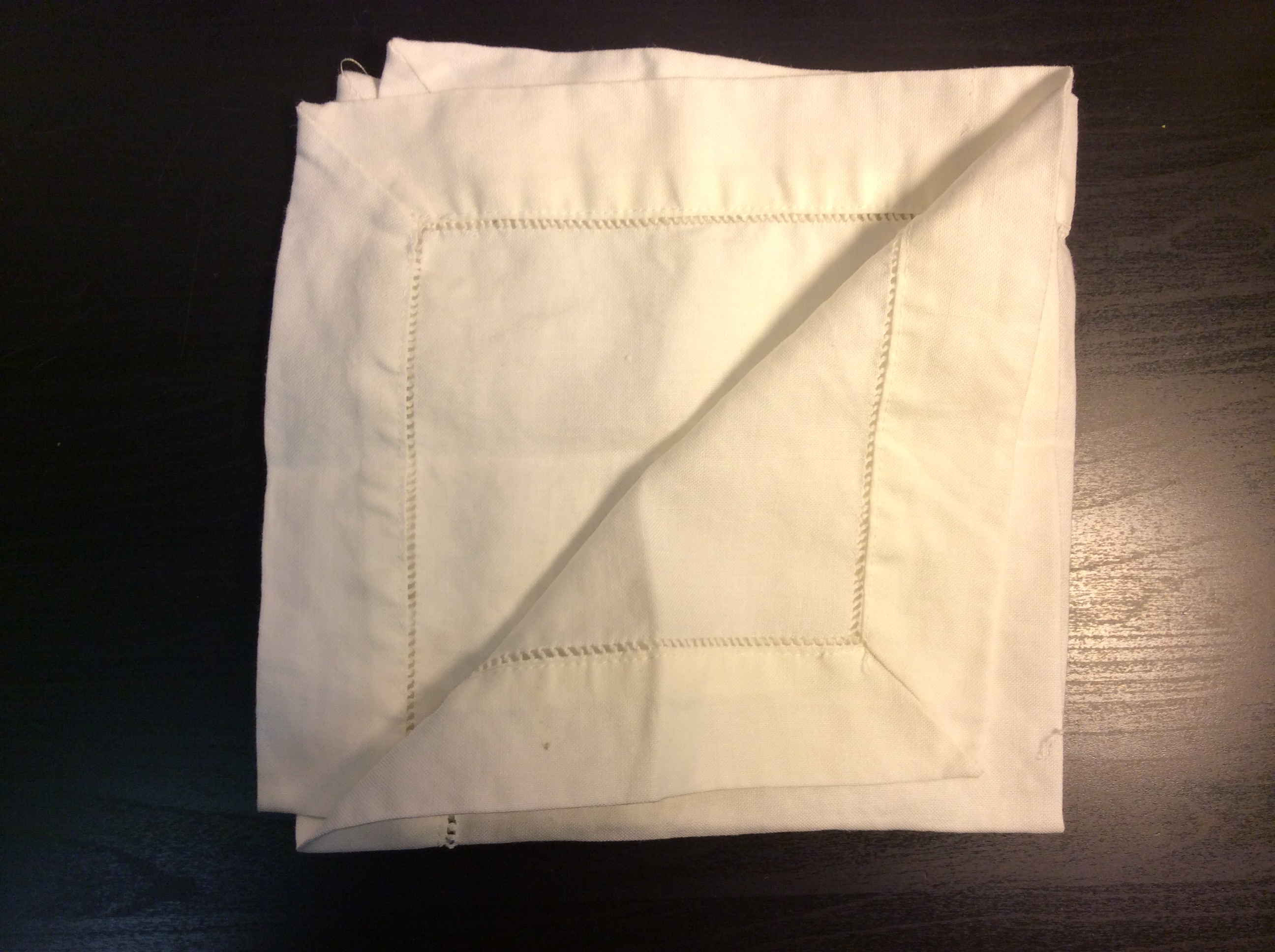 "White cloth napkins with eyelet detail 17""x17"" - x4"