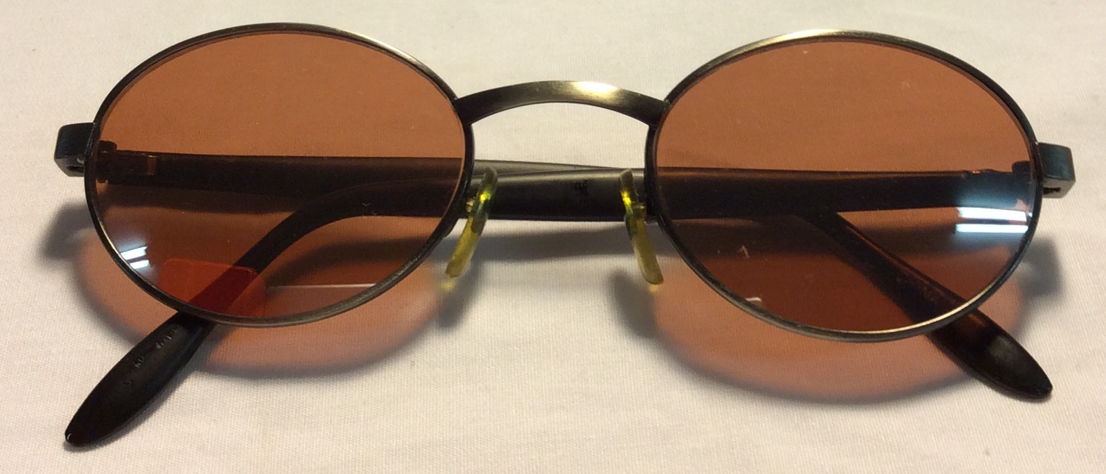 Black plastic side frames, silver